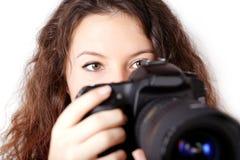 Muchacha rizada con la cámara   Fotos de archivo libres de regalías