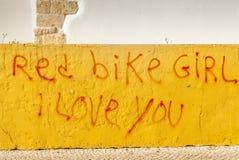 Muchacha roja de la bici te amo Imagenes de archivo