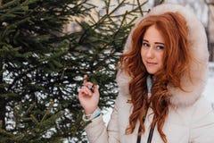 Muchacha roja hermosa del pelo Imagen de archivo libre de regalías