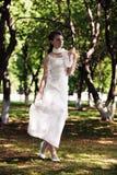 Muchacha romántica de la belleza al aire libre Imagenes de archivo