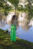 Muchacha romántica en el parque Fotografía de archivo