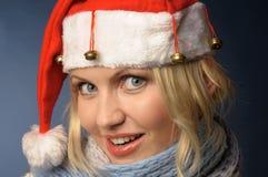 Muchacha rubia adentro y sombrero de santa Imagen de archivo libre de regalías