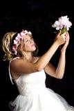 Muchacha rubia adolescente soñadora - vestido de fiesta - flores Foto de archivo libre de regalías