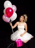 Muchacha rubia adolescente soñadora - vestido de fiesta - globos Foto de archivo