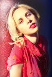Muchacha rubia atractiva imágenes de archivo libres de regalías
