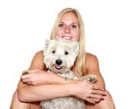 Muchacha rubia atractiva con el perro Imagen de archivo