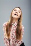 Muchacha rubia caucásica hermosa con la risa de los apoyos Fotografía de archivo