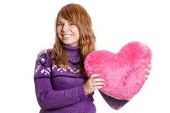 Muchacha rubia con el corazón del juguete Fotos de archivo