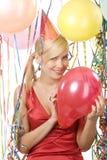 Muchacha rubia con el globo rojo Foto de archivo libre de regalías