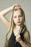 Muchacha rubia con el micrófono Foto de archivo