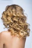 Muchacha rubia con el pelo mullido Imagen de archivo