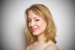 Muchacha rubia con el retrato del maquillaje Imagen de archivo