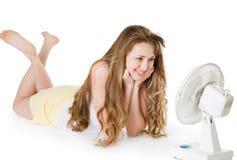 Muchacha rubia con el ventilador Imagen de archivo libre de regalías