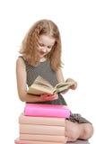 Muchacha rubia con un libro en sus manos Fotografía de archivo