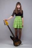 Muchacha rubia del tenage en vestido con la guitarra Imagen de archivo