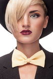 Muchacha rubia elegante con el sombrero en cabeza Imagen de archivo