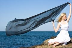 Muchacha rubia en el mar Imagenes de archivo