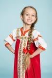 Muchacha rubia en el traje popular ruso Foto de archivo libre de regalías