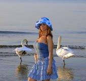 Muchacha rubia en la playa Imagen de archivo libre de regalías