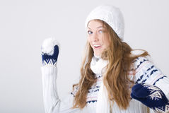 Muchacha rubia en la ropa del invierno Fotografía de archivo
