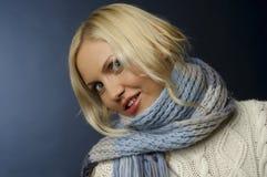 Muchacha rubia en ropa del invierno Fotografía de archivo libre de regalías