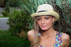 Muchacha rubia en sombrero Imagen de archivo libre de regalías