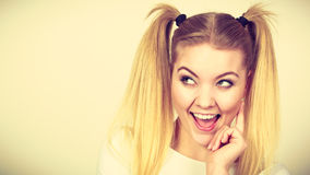 Muchacha rubia feliz del adolescente con las colas de caballo Imagen de archivo