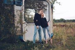Muchacha rubia hermosa con el novio Fotografía de archivo libre de regalías