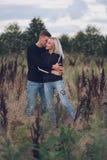 Muchacha rubia hermosa con el novio Imagen de archivo libre de regalías