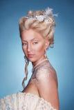 Muchacha rubia hermosa en estilo romántico Imagen de archivo