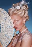 Muchacha rubia hermosa en estilo romántico Foto de archivo libre de regalías