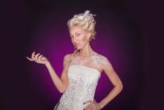 Muchacha rubia hermosa en estilo romántico Imagenes de archivo