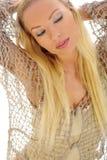 Muchacha rubia hermosa y atractiva Imagen de archivo libre de regalías