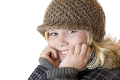 Muchacha rubia joven con el casquillo y la chaqueta del invierno Imagen de archivo libre de regalías