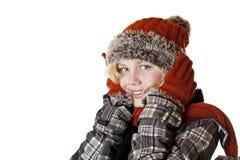 Muchacha rubia joven con el casquillo y la chaqueta del invierno Foto de archivo