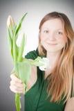 Muchacha rubia joven con los tulipanes Imagenes de archivo