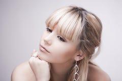 Muchacha rubia joven hermosa Fotografía de archivo libre de regalías