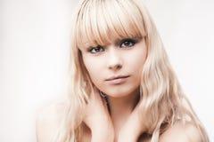 Muchacha rubia joven hermosa Imagen de archivo libre de regalías