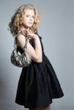 Muchacha rubia joven que presenta en estudio Foto de archivo libre de regalías