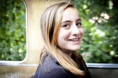 Muchacha rubia joven que sonríe en el tren Fotos de archivo libres de regalías