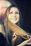 Muchacha rubia joven sonriente Fotografía de archivo