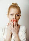 Muchacha rubia linda adolescente que piensa, frustrado Imagen de archivo