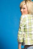 Muchacha rubia ocasional con la ropa de moda fotografía de archivo libre de regalías