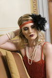 Muchacha rubia que presenta con ropa del vintage Foto de archivo