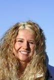 Muchacha rubia sonriente feliz Fotografía de archivo