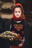 Muchacha rumana en traje del folclore Foto de archivo libre de regalías