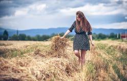 Muchacha rural en campo Imagen de archivo