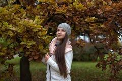 Muchacha rusa de pelo largo linda Imágenes de archivo libres de regalías