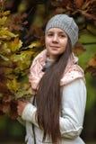 Muchacha rusa de pelo largo linda Imagen de archivo
