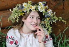 Muchacha rusa en traje nacional Imagen de archivo libre de regalías